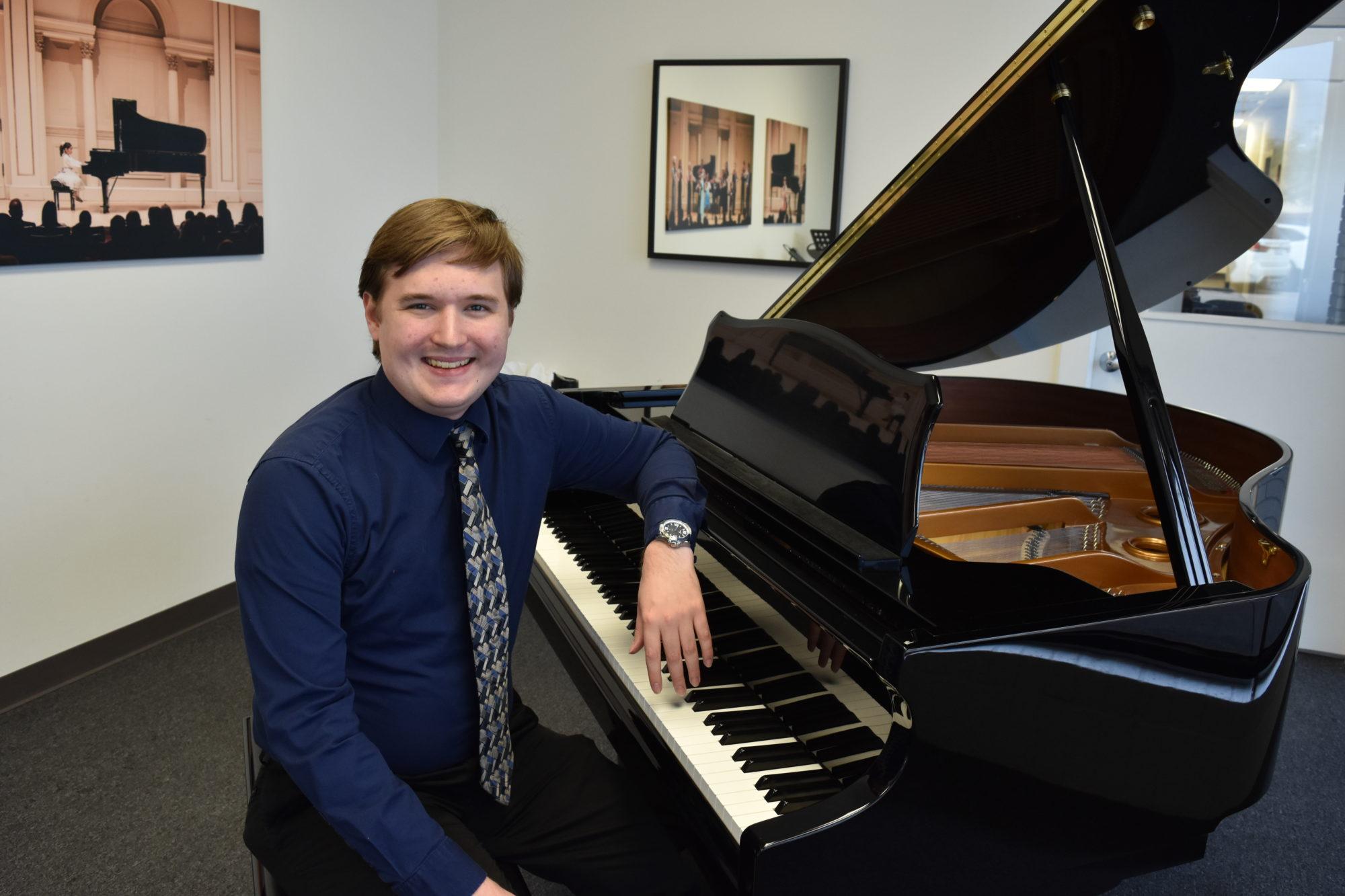 Erik Sandstrom – Piano and voice